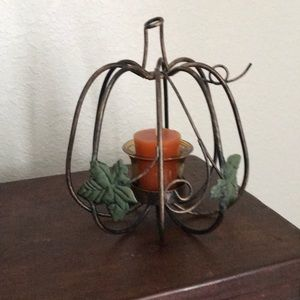 Yankee Candle leaf & vine metal tea light holder!